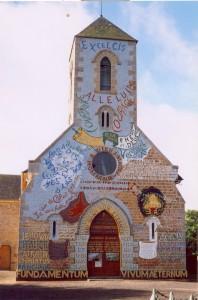 Facade peinte Eglise de Menil Gondouin (photo rubrique)