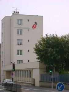 Immeuble Caen - Fille à la marelle